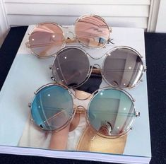 Discovered by ✰✰✰JEWELSY✰✰✰. Find images and videos about sunglasses, fashion and style on We Heart It - the app to get lost in what you love. Cute Sunglasses, Round Sunglasses, Sunglasses Women, Lunette Style, Jewelry Accessories, Fashion Accessories, Cool Glasses, Fashion Eye Glasses, Glamour