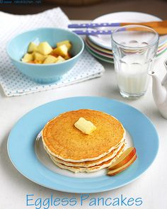 An easy vegan pancake recipe when you replace the butter and milk with dairy free alternatives (soy, etc) and then replace the flour with rice flour! Healthy treat for breakfast :) #SundayMorningBreakfast
