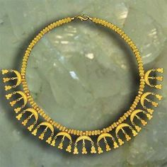 ca century BCE. This magnificent golden necklace found in the grave of Colchian noble woman in Vani (Imereti, Georgia). Ethnic Jewelry, Wire Jewelry, Gold Jewelry, Jewelery, Antique Necklace, Antique Jewelry, Objets Antiques, Golden Necklace, Ancient Jewelry