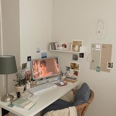 𝒜 𝒽 𝓇 🏹 – Dorm Room İdeas 2020 Study Room Decor, Cute Room Decor, Small Room Bedroom, Bedroom Decor, Inspiration Room, Uni Room, Aesthetic Room Decor, Dream Rooms, My New Room