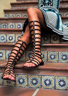 Les spartiates montantes : la tendance phare de l'été 2015 >> https://kissmyshoe.com/mot-cle-produit/spartiate/ #kissmyshoe #chaussures #spartiates #shoesaddict