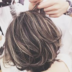 Brown Hair With Silver Highlights, Hair Color Highlights, Korean Short Hair, Short Hair Cuts, Medium Hair Styles, Short Hair Styles, Color Del Pelo, Latest Short Hairstyles, Long Gray Hair
