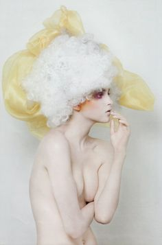 Editorial Trucco e Bellezza by Lucia Giacani, via Behance Fashion Art, Editorial Fashion, White Editorial, Fashion Beauty, Poses Modelo, Portrait Photography, Fashion Photography, Creative Hairstyles, Mellow Yellow