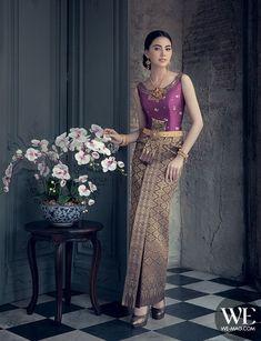 Smile In Love & Wedding Studio Thai Traditional Dress, Traditional Wedding Dresses, Traditional Fashion, Traditional Outfits, Thai Wedding Dress, Khmer Wedding, Thailand Costume, Thai Fashion, Oriental Dress