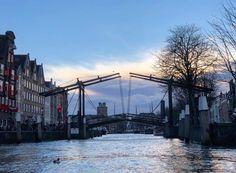 11-02-2018: Mooi doorkijkje door de Wolwevershaven naar de Grote Kerk!