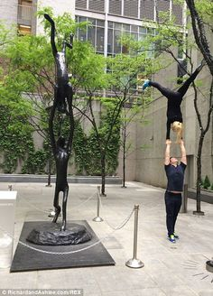 Richard and Ashlee mimick a statue in Midtown New York City http://dailym.ai/1r21iek