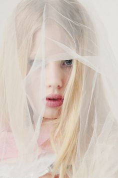 Fashion & Glam Photography - the delicate veil