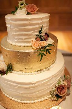 wedding cake idea; photo: Adrienne Gunde Photography