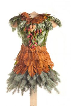 Created by artist Nicole Dextras as part of her ongoing Weedrobes series, the Little Green Dress project comprise 21 handmade botanical dresses (made from leaves and flowers) installed at VanDusen Botanical Garden as part of the Earth Art Exhibition.