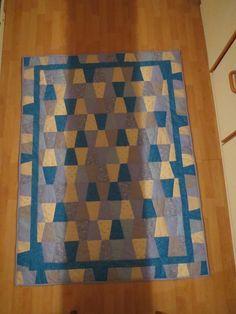 Tumbler-tæppe af Lisbeth Nørbach Jensen, Patchwork for alle, Facebook.