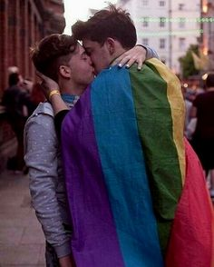 "Read 26 from the story LGBTQ by im_here_for__you__ (✖️Corinna ✖️) with reads. proud, love, lgbtq. ""Naces gay y no te haces gay. Couple Fotos, Gay Lindo, Gay Romance, Bilal Hassani, Gay Aesthetic, Men Kissing, Cute Gay Couples, Teen Couples, Lgbt Community"