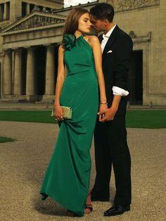 Cómo combinar un vestido verde de fiesta: Todos los outfits - Vestido verde con bolso caja