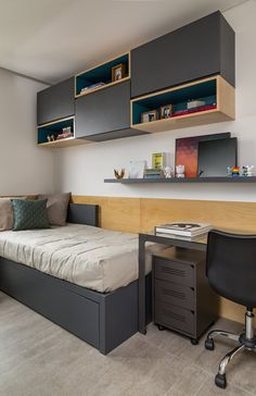 Looking for a teen bedroom remodel idea? Let's figure out 35 coolest teen bedroom ideas. Let's start with styling your bedroom! Shelves In Bedroom, Bedroom Desk, Small Room Bedroom, Home Bedroom, Bedroom Furniture, Tiny Bedrooms, Furniture Plans, Teen Bedroom, Kids Furniture