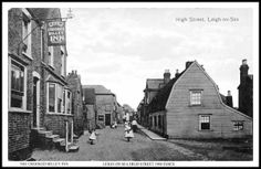 Crooked Billet, High Street, Leigh on Sea - c 1905 Essex England, Leigh On Sea, London Places, Isle Of Wight, British History, Old Photos, Britain, Nostalgia, Street