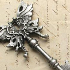 Skeleton Key Art Nouveau Pendant Necklace... I love this!