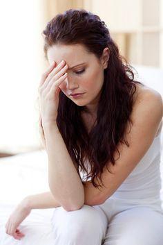 Quelle solution naturelle pour stopper une migraine ? Quand vous sentez la migraine ou le mal de tête arriver, faites-vous aussitôt une tisane au gingembre. Grâce à ses composés analgésiques et anti-inflammatoires, ce remède naturel aurait des vertus pour calmer la douleur etstopper la migraine. Recette de Grand-mère Faites chauffer l'eau dans votre casserole. Ajoutez-y …