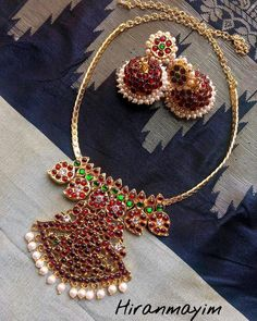 13 Unique Jhumka Designs You Can't Afford To Miss! Indian Jewelry Earrings, Jewelry Design Earrings, Necklace Designs, Bridal Jewelry, Temple Jewellery, Gold Jewelry Simple, Cute Jewelry, Silver Jewelry, Gold Jewellery