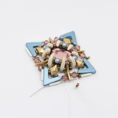 Tutoriel DIY étape 9 boucles d'oreilles printemps avec perles en verre Ava beads, crescent beads, toho beads et cristaux Swarovski