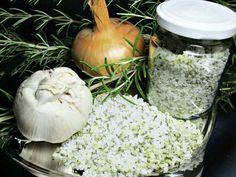 Gewürzsalz mit Rosmarin, Knoblauch und Zwiebeln, ein beliebtes Rezept aus der Kategorie Gewürze/Öl/Essig/Pasten. Bewertungen: 2. Durchschnitt: Ø 3,8.