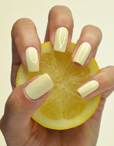Go for the perfect post-Pilates refreshment: a barely there pastel yellow that invigorates your manicure.