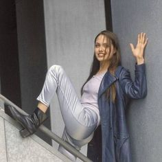 Discovered by Fashion👠💕. Find images and videos about pretty, Angelina Jolie and jolie on We Heart It - the app to get lost in what you love. Angelina Jolie Young, Angelina Jolie Smoking, Pretty People, Beautiful People, Beautiful Celebrities, 90s Fashion, Fashion Outfits, Style Fashion, Jolie Photo