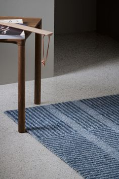 Løype Cloudy Grey is inspired by the fresh trails of cross-country skiing. A ski track crosses the mat in a simple, graphic pattern, creating a beautiful dialogue between light and shadow. The result is both classic and modern, with melange hues efficiently hiding grit and grime.  Photo: Studio Dreyer Hensley  Styling: Kirsten Visdal #interiør #interiørdesign #interiordesign #interior #design #hallway #heymat #modern #home #inspo #skandinaviskdesign #scandinaviandesign #homedecor Machine Washable Rugs, Cross Country Skiing, Everyday Objects, Graphic Patterns, Indoor Outdoor Rugs, Light And Shadow, Sustainable Living, Recycled Materials, Photo Studio