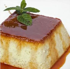 Flan with Apples. Ingredients- 4 apples, of Sugar, butter, 2 eggs and 100 ml of milk. Apples in the microwave inside a Tupperware add sugar and mash. Mix Eggs and Sugar. Pour into a recipient and cook at 1 hour cook time Mexican Food Recipes, Sweet Recipes, Dessert Recipes, Caramel Flan, Flan Recipe, Just Desserts, Cakes And More, Creme, Cupcake Cakes