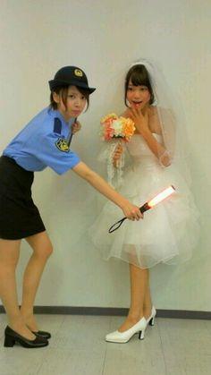 乃木坂46 (nogizaka46) officer 橋本奈々未 (Hashimoto Nanami) checking everything around the bride fukagawa mai ~ maybe she want that bride actually > o < ♥ ♥ ♥ ♥ ♥ ♥ ♥