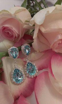 Πολυτελής διάθεση και χρωματική διάθεση σε κοσμήματα που διέπονται από το αισιόδοξο καλοκαιρινό πνεύμα. . #greekjewelry #greekbrand #greekdesigners #greekbrand #greekstyle #greekfashion Diamond Earrings, Swarovski, Mood, Accessories, Jewelry, Products, Fashion, Schmuck, Moda