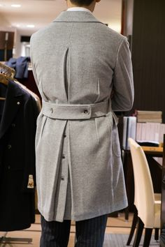 The Classic Sewing — ringjacket: A man talks by the back…. New Mens Fashion, Winter Fashion, Ulster Coat, Norfolk Jacket, Derby Outfits, Lv Men, Summer Suits, Dandy, Casual
