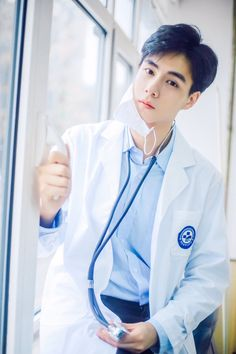 If this is my doctor I want to be sick. Asian Actors, Korean Actors, Park Hyun Sik, Ver Drama, Handsome Celebrities, Park Bo Gum, Homo, Asian Men, Asian Boys