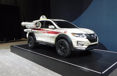 The X-Wing-Inspired 2017 Nissan Rogue is the center-piece of Nissan's mesmerizing Star Wars-themed display in Chicago