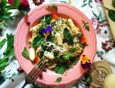 : Wiosenne quinotto z białymi szparagami i owczym se. Quinoa, Ethnic Recipes, Food, Essen, Meals, Yemek, Eten