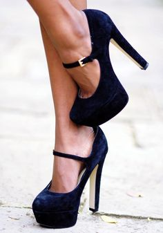 Stunning high heel shoes//