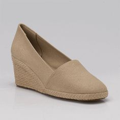 "ahhhh yes,,,, TAN espadrilles.... perrrfect. --- called ""Pamela"" in  Natural....  Andre Assous' espadrilles."