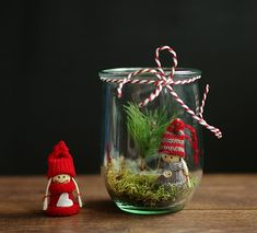 DIY Pretty Christmas Decoration in Jar from My home is my oyster Halloween Christmas, Christmas Items, Winter Christmas, Christmas Bulbs, Christmas Crafts, Christmas Decorations, Seasonal Decor, Holiday Decor, Holiday Ideas