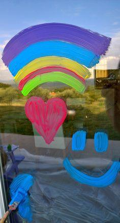 Une recette à base de liquide vaisselle pour peindre sur les vitres et fenêtres.