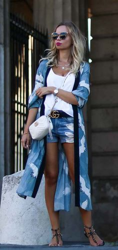 Casual Kimono Outfit for Summer with Gucci Bag and Belt, denim Shorts and Camisole Top Sommer, Look, Streetstyle, Outfit, Kimono