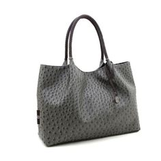 The grey Naomi tote by GUNAS New York is the perfect everyday bag for when you're on the go, with plenty of room for the essentials. Vegan Handbags, Shopper Tote, Everyday Bag, Fashion Bags, Fashion Handbags, Fashion Beauty, Fashion Trends, Leather Purses, Vegan Leather