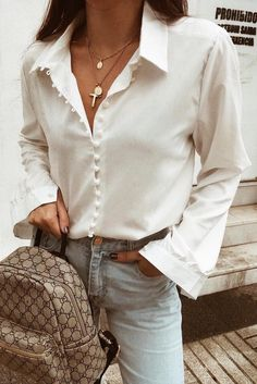 Simple everyday spring outfit, silk shirt light blue jeans – Outfits for Work Simple everyday spring outfit, silk shirt light blue jeans Elegant Summer Outfits, Classy Work Outfits, 30 Outfits, Outfits Damen, Chic Outfits, Spring Outfits, Fashion Outfits, Spring Dresses, Fashion Ideas