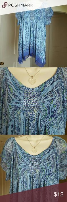 Shark Bite Summer Tunic Blouse Top is embellished with a square of silver dots on the bodice. Hem has a sheer striking dark blue strip of fabric all around.  Short sleeves are sheer. Knit fabric. Colors: dark blue, green, medium blueSize 14/16. Cato Tops Tunics