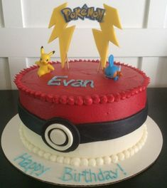 idee für eine rote pokemon torte mit zwei kleinen verschiedenen pokemon wesen, einem gelben pikachu und gelben überschriften