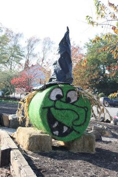 Painted witch hay bale!