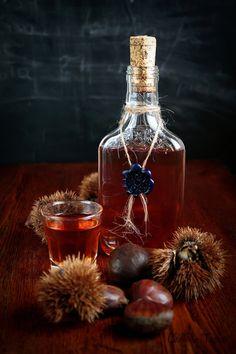 Make your own chestnut liqueur. Liquor Drinks, Wine And Liquor, Wine And Beer, Alcoholic Drinks, Cocktails, Alcohol Bottles, Vodka Bottle, Chutney, Chestnut Recipes