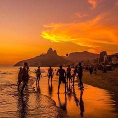Sunset at Ipanema Beach, Rio de Janeiro - Brazil ✨✨ Picture by ✨✨@cbezerraphotos✨✨