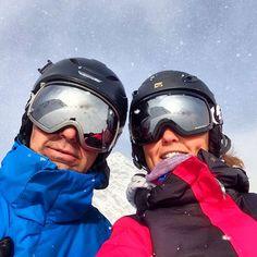 Père et fille au paradis blanc  1ère session: condition quasi parfaites  #firstsession #cauterets #ski #snow #snowboard #neige #poudreuse #powderpuff #daddy #UPPA #sunnyday #newmattos #roxy #quiksilver #dcschoes #head #gnu  by hsgnyprs