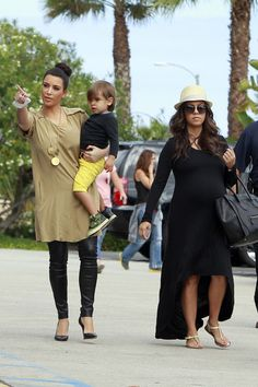 Kourtney wears pregnancy so well...love the outfit!