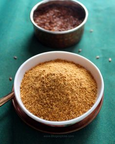 Flax seed podi - healthy and flavorful South Indian spicy powder using flax seeds and lentils. Podi Recipe, Masala Recipe, Vegetarian Recipes, Cooking Recipes, Flax Seed Recipes, Indian Breakfast, Best Side Dishes, Inexpensive Meals, Chutney Recipes