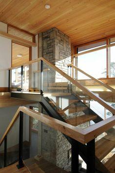 moderne treppengestaltung wohnideen stein säule