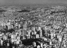 1946 - Vista Aérea - A área verde na parte inferior é a vegetação da Praça da República.